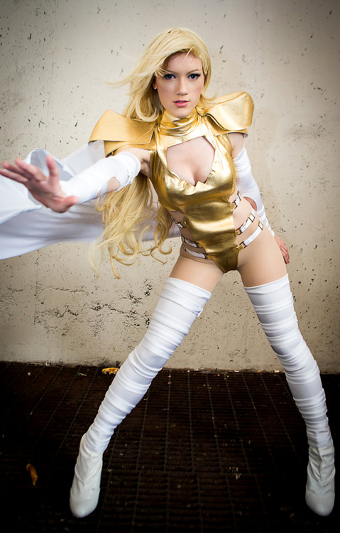 Phoenix Five: Emma Frost cosplayer