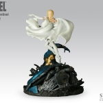 Sideshow_Collectible_X-MenvsSentinel_no_2_Beast_White_Queen_03.jpg