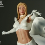Sideshow_Collectible_X-MenvsSentinel_no_2_Beast_White_Queen_05.jpg